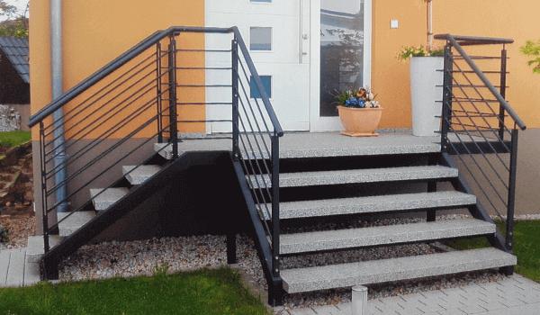 Treppengeländer am Hauseingang - Metallbau Hofbauer