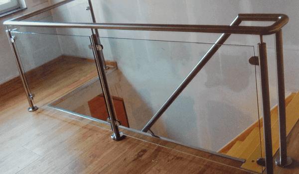 Treppengeländer mit Glas im Innenbereich - Metallbau Hofbauer
